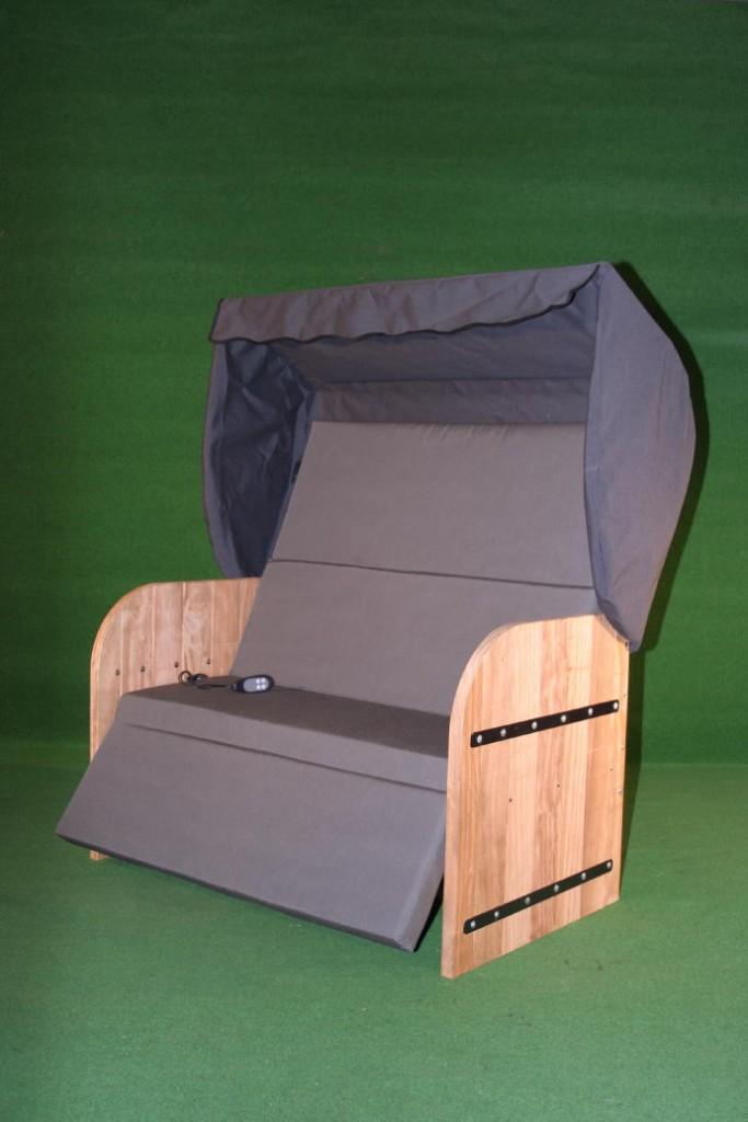 Elektrische Strandkorf Strandkorb met Bamboe houten zijpanelen een antraciet grijze kap een antraciet grijze matras en zwarte inleg